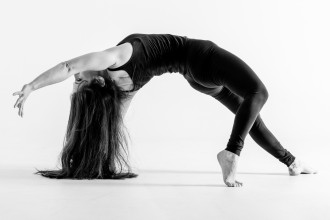 yoga arianna rockinchiclifestyle