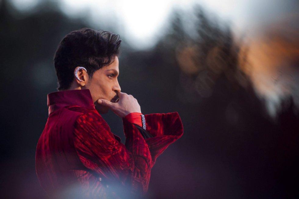 Photo: Balazs Mohai ( EFE) Prince, en un concierto en el Festival de Sziget, en Budapest (Hungría)