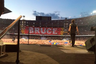 bruce-springsteen-camp-nou (1)-rockinchiclifestyle