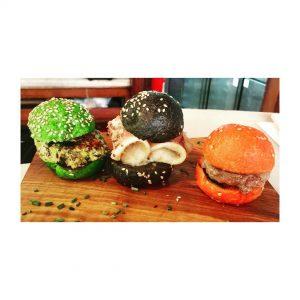 Las mini hamburguesitas del cntric con diferentes tipos de panhellip