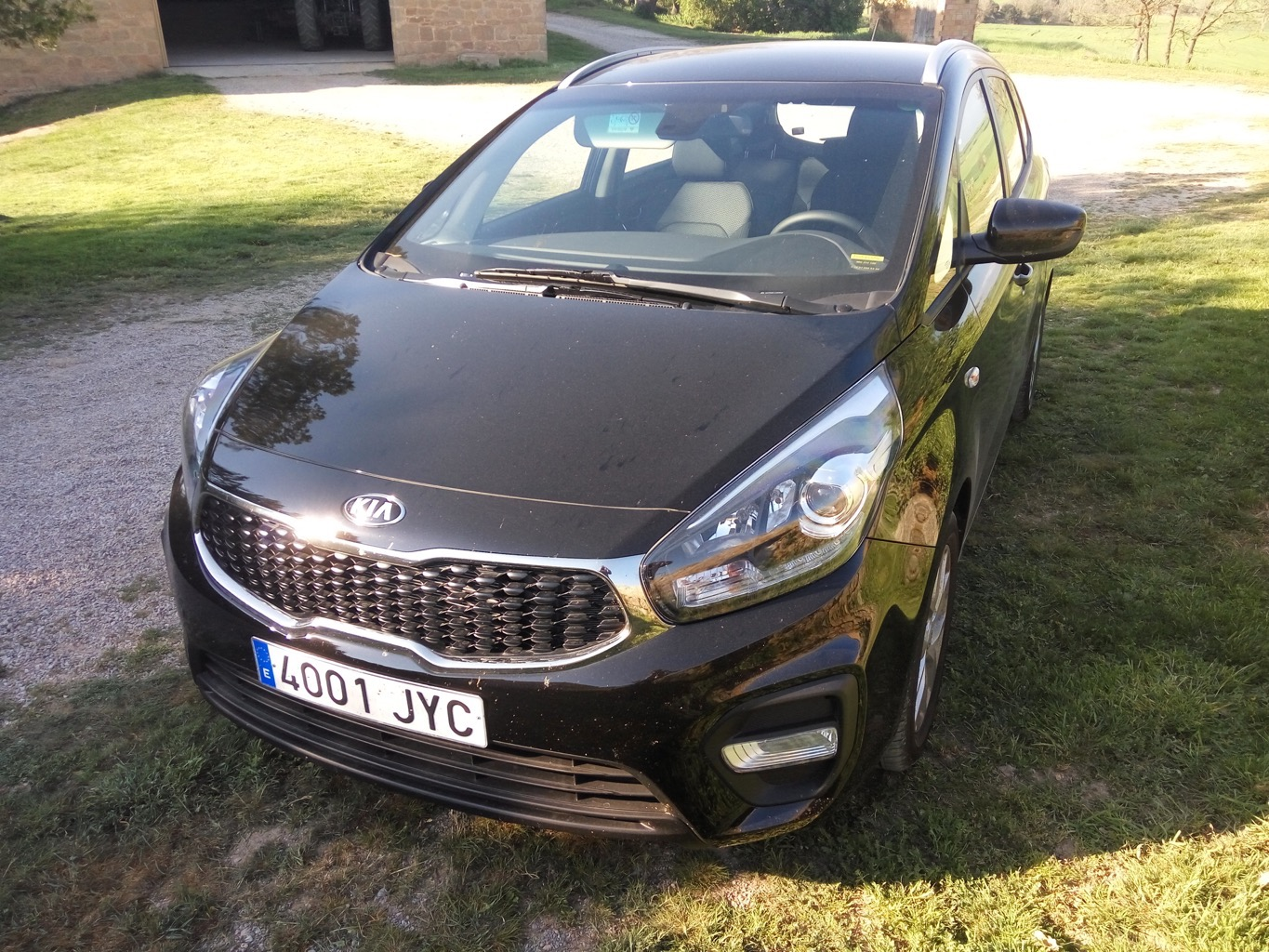 kia-carens-rockinchiclifestyle-motor-1