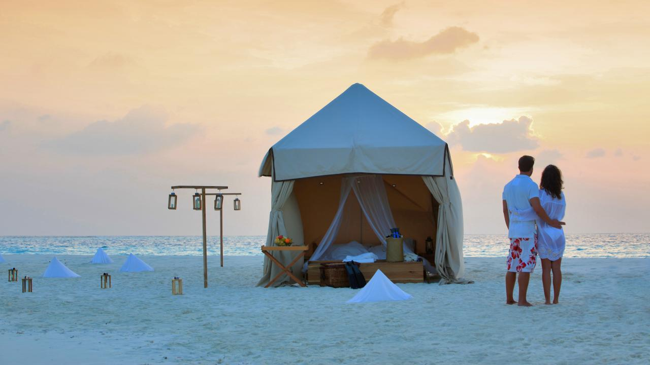 xl-malives-soneva_fushi-sand_bank_overnight_experience2