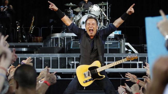 bruce-springsteen-camp-nou -rockinchiclifestyle 1